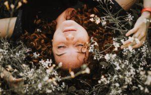 hypnose pour retrouver un lien harmonieux avec sa féminité